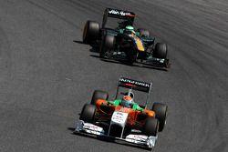 Adrian Sutil, Force India F1 Team leads Heikki Kovalainen, Team Lotus