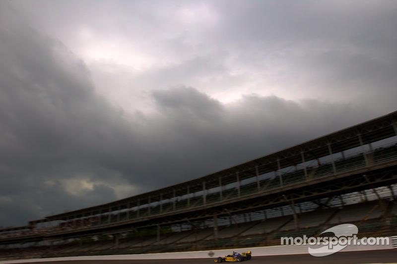 Ana Beatriz, Dreyer & Reinbold Racing califica bajo un cielo amenazante