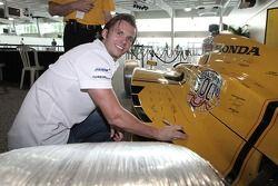 Dan Wheldon signs a 100th anniversary race car