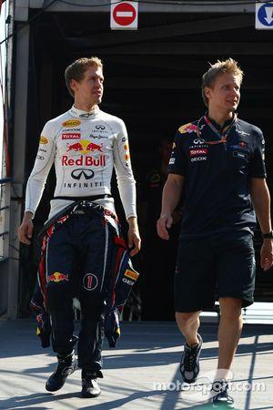 Sebastian Vettel, Red Bull Racing con su entrenador Tommi