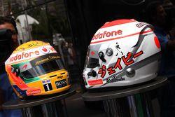 Casco de Jenson Button, McLaren Mercedes y Lewis Hamilton, McLaren Mercedes con Diamantes Steinmetz