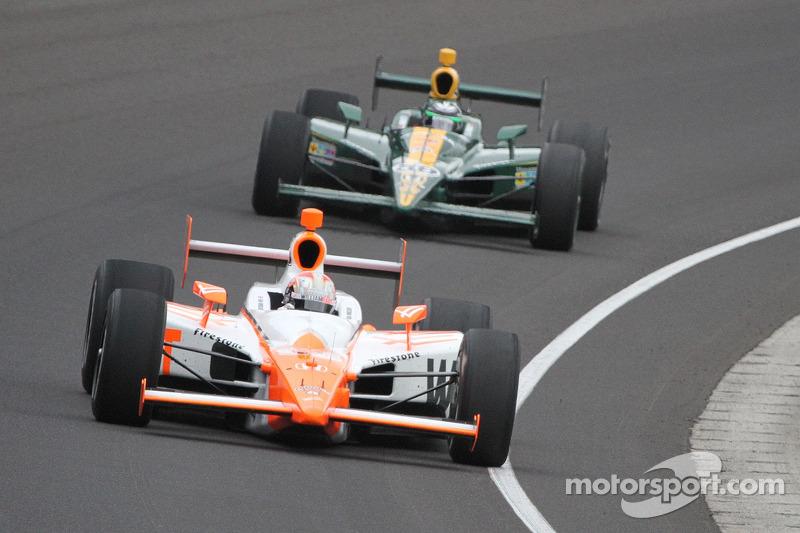 Две гонки в Индианаполисе были выиграны на последнем круге: в 2006 году Сэм Хорниш-мл. незадолго до финиша опередил Марко Андретти, а в 2011-м Дэн Уэлдон одержал победу после аварии лидирующего Джей-Ара Хильдебранда в последнем повороте