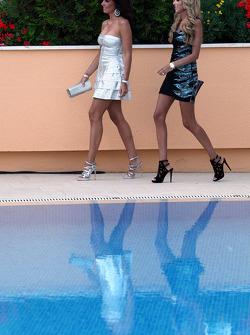 Tamara ve Petra Ecclestone, Amber Lounge Fashion
