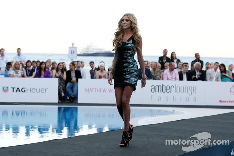 Petra Ecclestone também é modelo