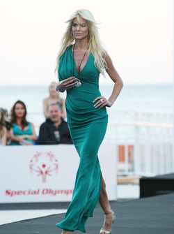 Victoria Silvstedt, Amber Lounge Fashion