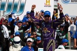 Victory lane: race winnaar Matt Kenseth