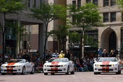 Indy 500 festival parade: Ryan Hunter-Reay, A.J. Foyt Enterprises, Ana Beatriz, Dreyer & Reinbold Ra
