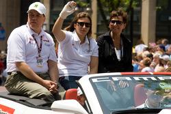 Indy 500 festival parade: Simona de Silvestro, Nuclear Clean Air Energy HVM Racing