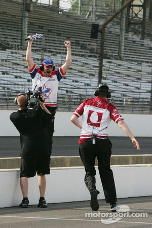 Alex Lloyd, Dale Coyne Racing crew celebrates bumping back into the 100th Anniversary of the Indiana
