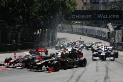 Start, race, Jenson Button, McLaren Mercedes ve Vitaly Petrov, Lotus Renalut F1 Team