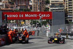 Choque de Vitaly Petrov, Lotus Renault GP y Jaime Alguersuari, Scuderia Toro Rosso