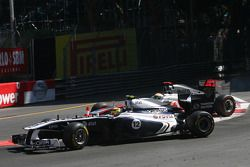 Pastor Maldonado, Williams F1 Team y Lewis Hamilton, McLaren Mercedes crash