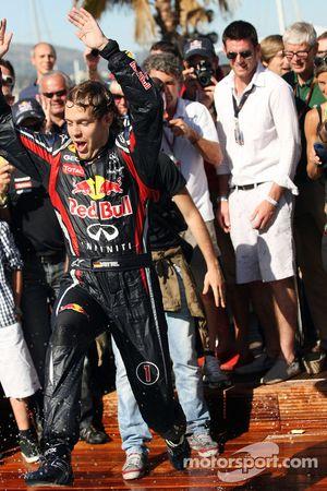 Sebastian Vettel, Red Bull Racing en la piscina