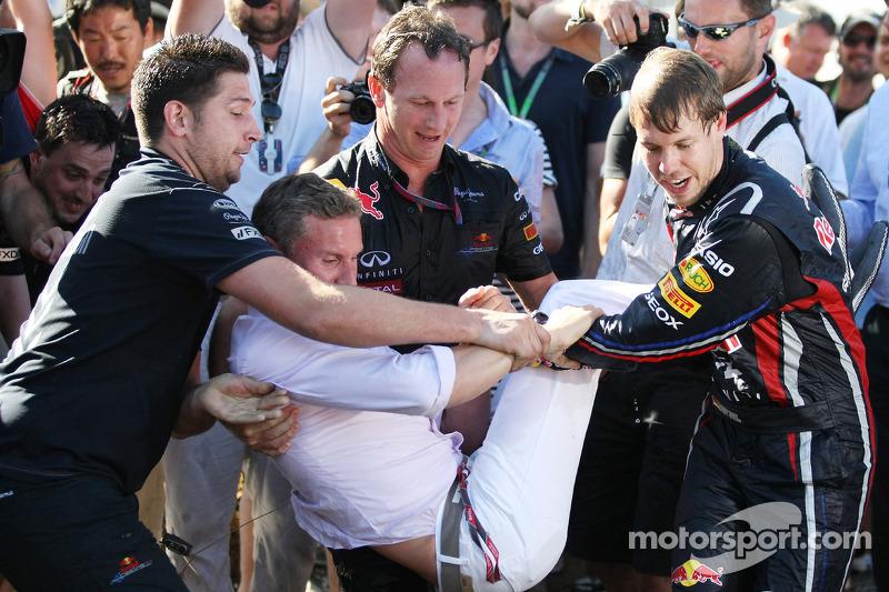 Sebastian Vettel, Red Bull Racing pulls David Coulthard, Red Bull Racing, Consultant in the pool