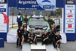 PWRC podium: Hayden Paddon en Johnathan Kennard, Subaru Impreza