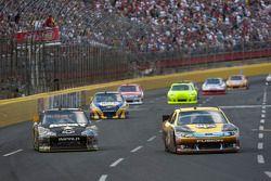 David Ragan, Roush Fenway Racing Ford and Ryan Newman, Stewart-Haas Racing Chevrolet
