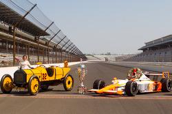 Winners photoshoot: Dan Wheldon, Bryan Herta Autosport with Curb / Agajanian poses with the 1911 winner Marmon Wasp of Ray Harroun and the 2011 winner Dallara Honda