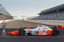 Winners photoshoot: the winning car of Dan Wheldon, Bryan Herta Autosport with Curb / Agajanian