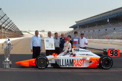 Sesión de fotos de los ganadores: Dan Wheldon, Bryan Herta Autosport with Curb / Agajanian