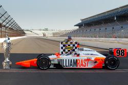 Photoshoot des vainqueurs : Dan Wheldon, Bryan Herta Autosport with Curb / Agajanian