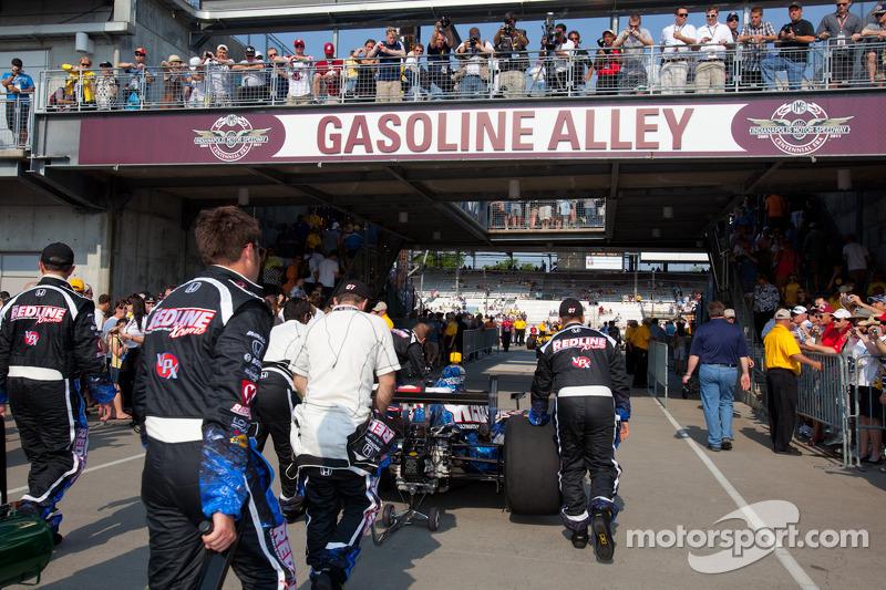 Car of Tomas Scheckter, KV Racing Technology - SH Racing rolled to pitlane