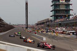 Scott Dixon, Target Chip Ganassi Racing leads the field