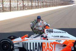 Winners photoshoot: Dan Wheldon, Bryan Herta Autosport with Curb / Agajanian