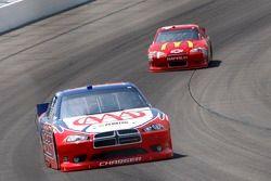 Kurt Busch, Penske Racing Dodge en Jamie McMurray, Earnhardt Ganassi Racing Chevrolet