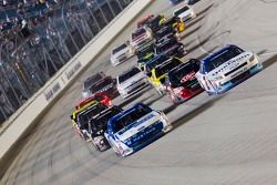 Carl Edwards, Roush-Fenway Ford and Elliott Sadler, Kevin Harvick Inc. Chevrolet