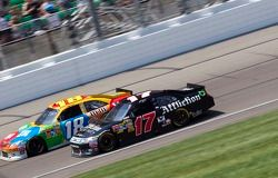 Kyle Busch, Joe Gibbs Racing Toyota en Matt Kenseth, Roush Fenway Racing Ford