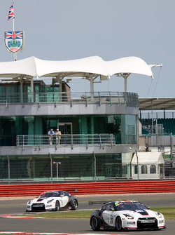 Sumo Power GT Nissan GT-R GT1 : Enrique Bernoldi, Warren Hughes; Sumo Power GT Nissan GT-R GT1 : Ja