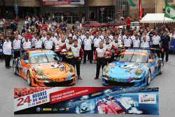 #80 Flying Lizard Motorsports Porsche 911 RSR: Jörg Bergmeister, Patrick Long, Lucas Luhr, #81 Flyin