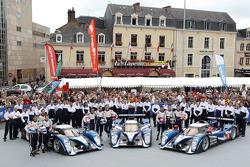 El #7 Peugeot Sport Total Peugeot 908: Alexander Wurz, Marc Gene, Anthony Davidson, el #8 Peugeot Sp