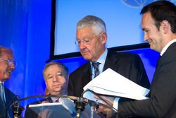 ACO persconferentie: FIA President Jean Todt en ACO President Jean-Claude Plassart tekenen akkoord t