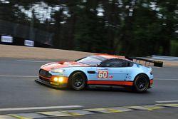 #60 Gulf AMR Middle East Aston Martin Vantage: Фабьен Жируа, Роальд Гете, Майкл Уэйнрайт