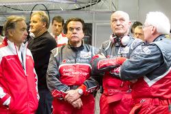 Реакция Райнхольда Йоста и Вольфагнга Ульриха на аварию экипажа №1 Audi Sport Team Joest