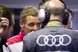 Tom Kristensen na crash #1 Audi Sport Team Joest Audi R18 TDI: Timo Bernhard, Romain Dumas, Mike Roc
