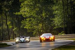 El #5 Hope Racing Oreca Swiss Hy Tech-Hybrid: Steve Zacchia, Jan Lammers, Casper Elgaard, el #59 Lux