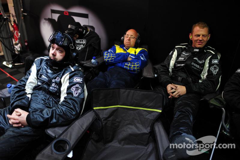 2011 год. Механики Signatech Nissan в гараже команды