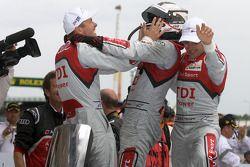 Race winnaars Marcel Fässler, André Lotterer, Benoit Tréluyer
