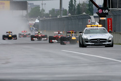 Sebastian Vettel, Red Bull Racing detrás del auto de seguridad