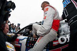 Lewis Hamilton en el coche de Tony Stewart