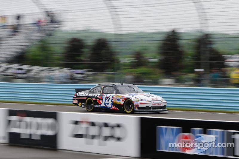 Lewis Hamilton en el coche de Tony Stewart Sprint Cup