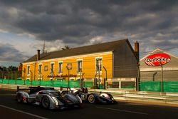 L'Audi R18 TDI N°2 (Marcel Fässler, André Lotterer, Benoit Tréluyer) et la Lola B11/40-Judd BMW N°39 (Luis Perez Companc, Matias Russo, Pierre Kaffer)