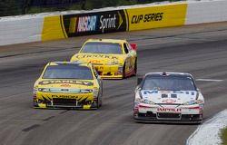 Tony Stewart, Stewart-Haas Racing Chevrolet en Marcos Ambrose, Petty Motorsport Ford