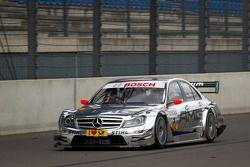 Nicky Hayden, de Ducati Team, conduce el AMG Mercedes C-Klasse con David Coulthard, Mücke Motorsport