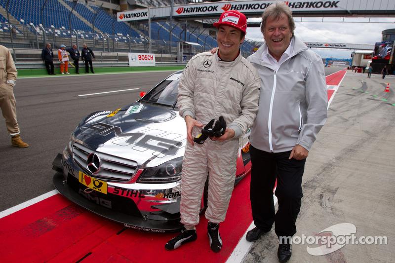 Equipo de Ducati, Nicky Hayden y Norbert Haug, Director de Mercedes-Benz se divierten