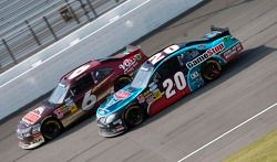 Ricky Stenhouse Jr., Roush-Fenway Ford en Joey Logano, Joe Gibbs Racing Toyota