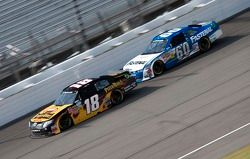Kyle Busch, Joe Gibbs Racing Toyota en Carl Edwards, Roush-Fenway Ford