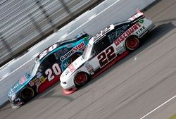 Joey Logano, Joe Gibbs Racing Toyota en Brad Keselowski, Penske Racing Dodge